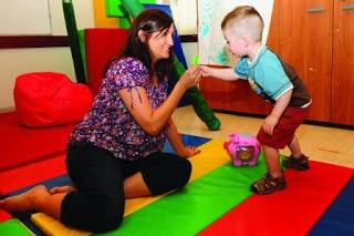 Design Toddler Bedroom in Montessori Style
