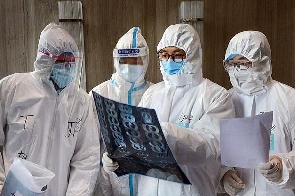 Две фазы болезни: китайские врачи рассказали о том, как отличить коронавирус от простуды