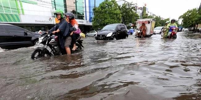 Banjir Surabaya Salahkan Sampah, Tokoh Papua: Ternyata Walikotanya Juga Tak Mampu Atasi Banjir