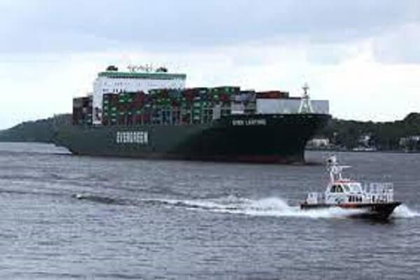 سفينة إيفرجيفن التي أغلقة قناة السويس