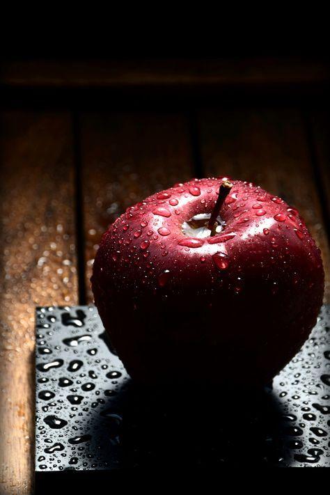 Gambar  Buah apel hitam