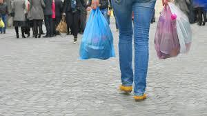 Χαράτσι» 4 λεπτά στην πλαστική σακούλα: Γιατί όμως να πληρώνουμε μια σακούλα που φέρει λογότυπο επάνω της και άρα είναι διαφημιστική;