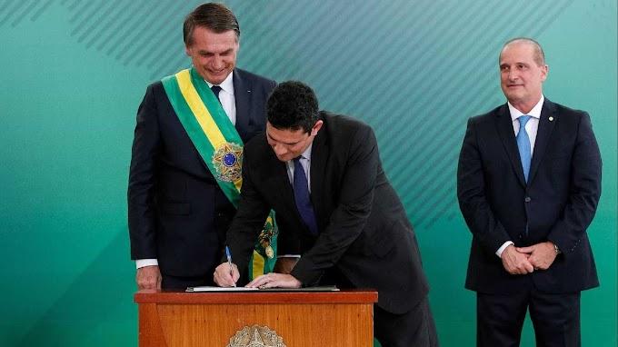 #Com caneta Bic, Moro assina termo de posse na Justiça e anuncia medidas