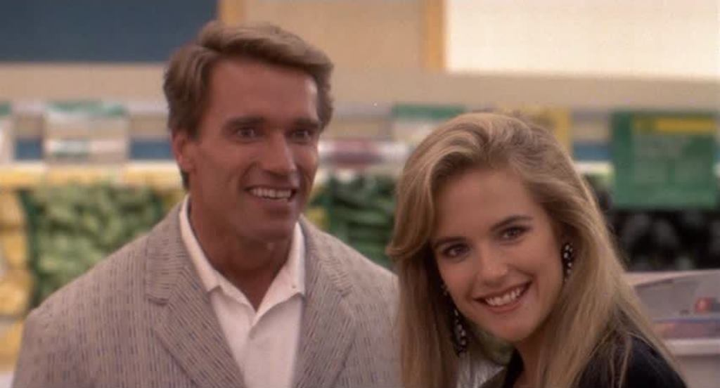 Movie and TV Cast Screencaps: Twins (1988) - Directed by ...