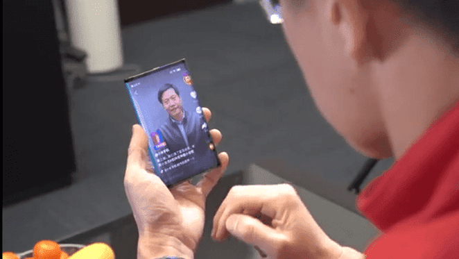 Xiaomi showcased foldable tablet/smartphone prototype