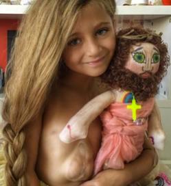 Djevojcica s srcem van prsnog kosa