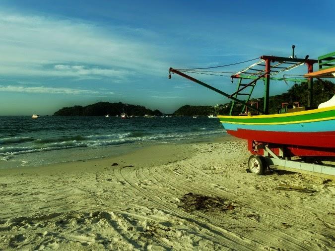 Praia Bombinhas, em Bombinhas