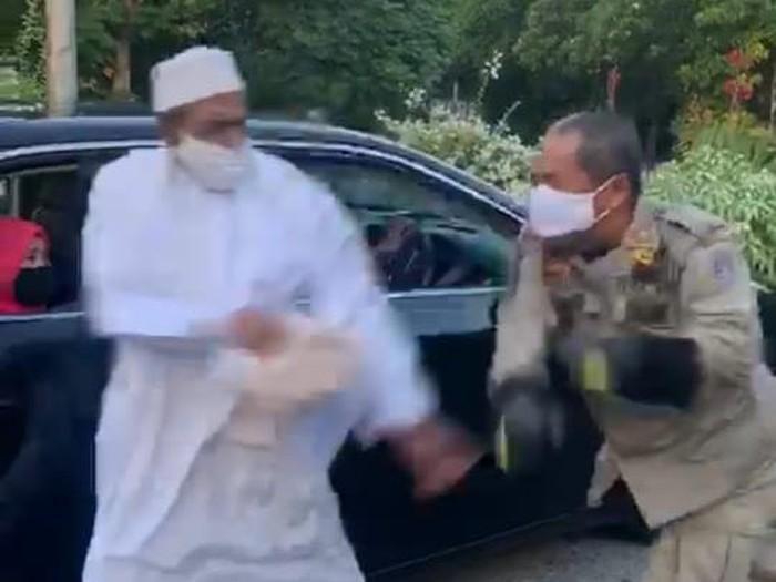 Habib Umar Assegaf Dilaporkan ke Polisi Usai Lawan Petugas PSBB