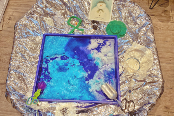 The Snowman fake snow tuff tray activity idea