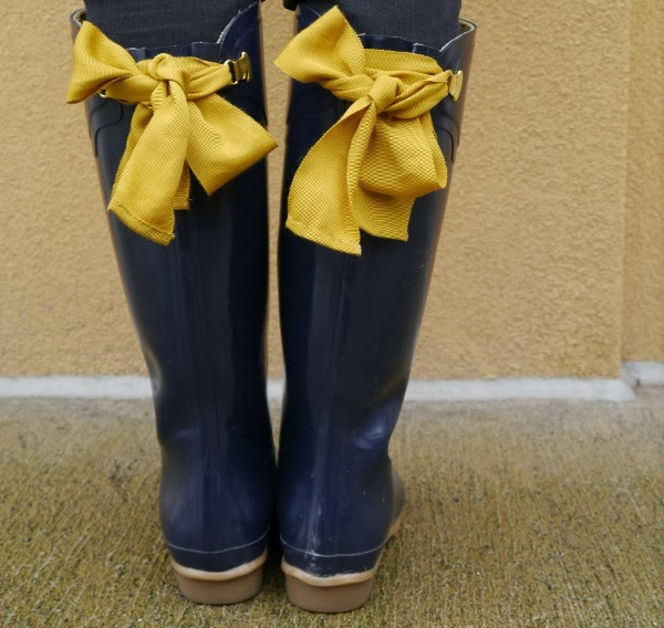 Navy blue Joules wellies with yellow bows