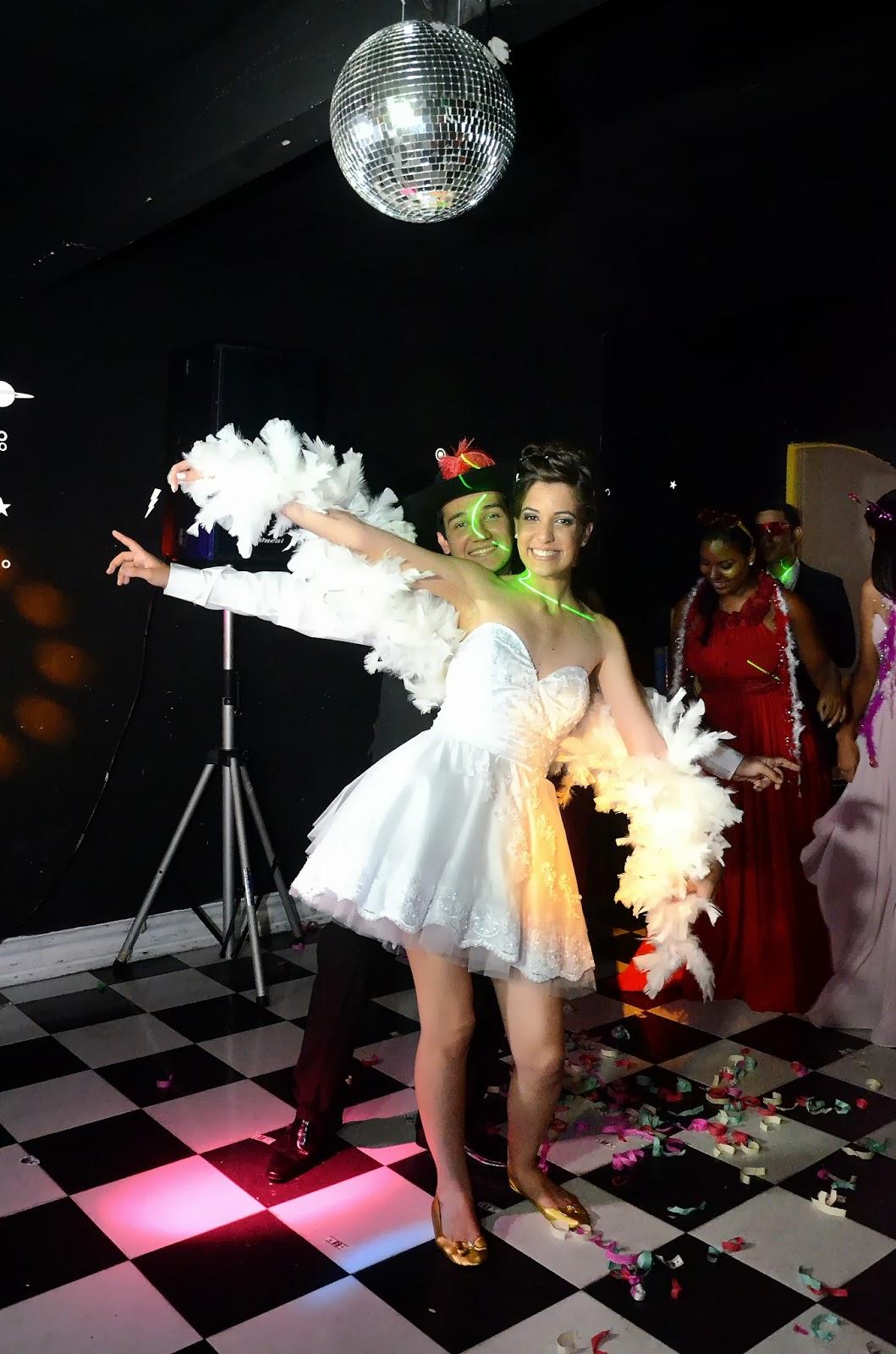 festa - recepção - noivos - noivos na pista de dança - acessórios para a pista de dança