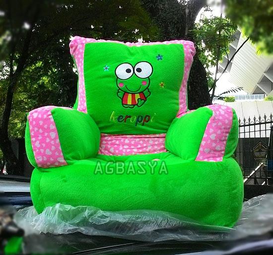sofa karakter keropi