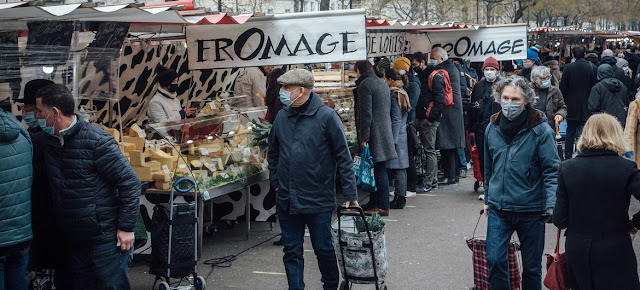 Un mercado de domingo en París, Francia, durante la pandemia de COVID-19.IMF/Cyril Marcilhacy