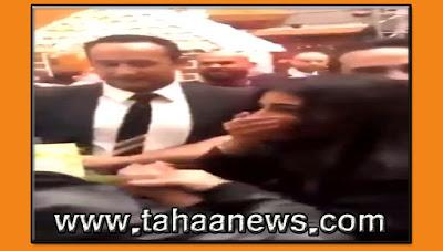 رد فعل غريب من معجبة بعد مشاهدة تامر حسنى فى الكويت