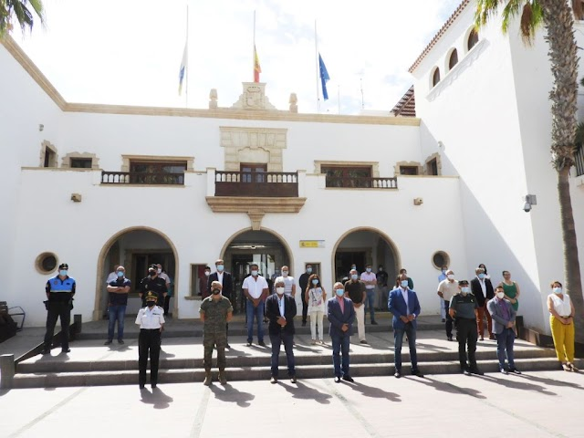 Fuerteventura.- Puerto del Rosario guarda otro minuto de silencio en el ultimo día de luto por las víctimas del Covid-19
