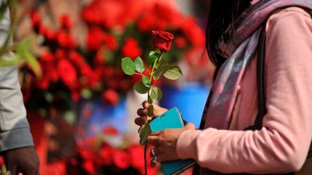 திருமணத்தைத் தாண்டிய உறவுகளுக்கு பெண்கள் தங்களை தயார்படுத்திக் கொண்டது எப்படி?