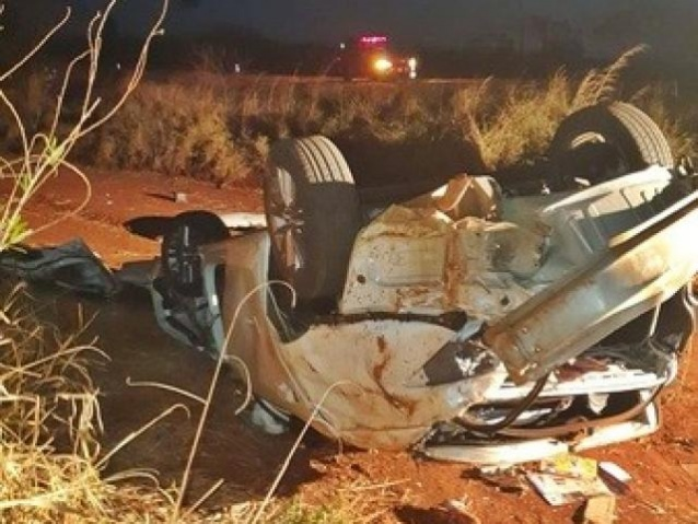Carro capota após atropelar capivara e duas mulheres morrem na BR-060