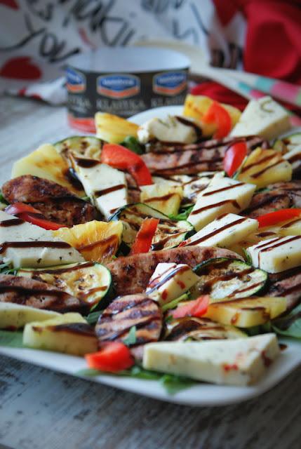 Hańderek,Rapso,grill,dania z grilla,grillowanie,ananas z grilla,cukinia,dania fit,fitness,rucola,bazylia,ser koryciński