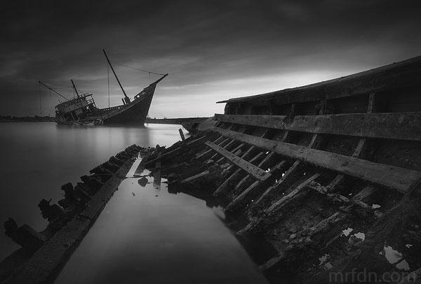 foto landscape kapal tua di pelabuhan