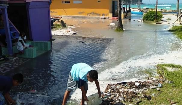 Ombak Air Laut Pasang Ancam Pemukiman Warga Pulo Pasi