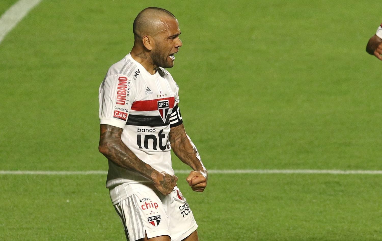Dani Alves é uma ótima opção para quarta rodada do Cartola FC