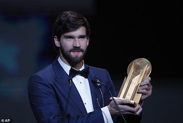 Alisson giành danh hiệu Yashin đầu tiên trong lịch sử