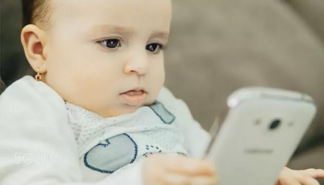 Ini Bahaya Gadget- Smartphone Bagi Anak-Anak Anda