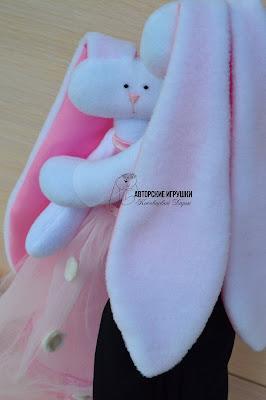 Подарок на свадьбу, свадебные зайчики, зайчики в розовом,  розовая свадьба, зайчики из флиса, свадебный оригинальный  подарок, игрушки на заказ на свадьбу, зайцы на свадьбу, интересный подарок на свадьбу, подарок молодоженам,  игрушки на заказ киев