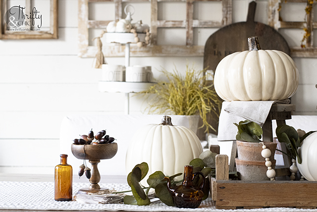 neutral fall tablescape decor, Fall dining room decor, fall table setting. Neutral fall centerpiece. Farmhouse fall dining room.