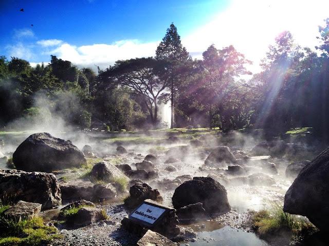 บ่อน้ำร้อนแจ้ซ้อน จ.ลำปาง เป็นแหล่งท่องเที่ยวที่เป็นจุดเด่นของอุทยานแห่งชาติแจ้ซ้อน เป็นบ่อน้ำพุร้อนที่เกิดขึ้นตามธรรมชาติ
