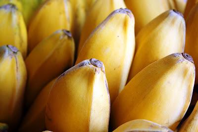 pokoknya pisang dimasak apa aja jadi enak PRIA DAN WANITA DOYAN MAKAN PISANG