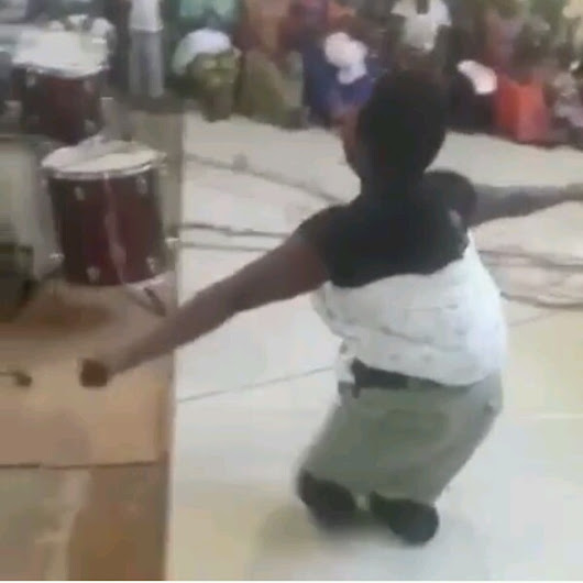 Lady Without Legs Backs Her Baby, Leads A Praise Session For God. - DJ NED SNOW