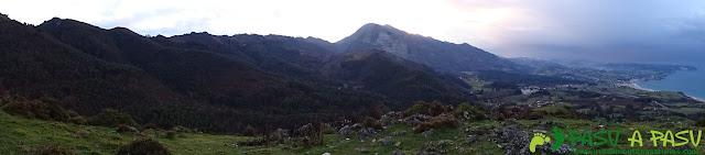 Ruta al Pico Gobia y La Forquita: Panorámica hacia el mar cantábrico y Sueve
