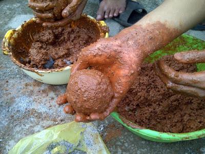 Membuat Telur asin dengan Pasir Bata