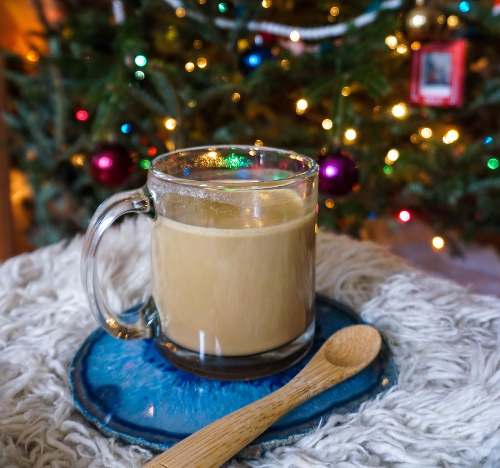 collagen hot cocoa recipe, paleo hot cocoa recipes, spicy hot chocolate, turmeric hot chocolate, healthy hot chocolate recipes, turmeric milk recipe, spiced hot chocolate, dairy-free hot chocolate, spiced milk, paleo spiced milk recipe, turmeric and collagen spiced milk