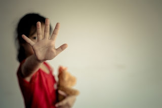 كيف تعرف أن طفلك تعرض للتحرش الجنسي