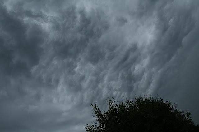 Ciel tourmenté avant l'orage (juin 2010)