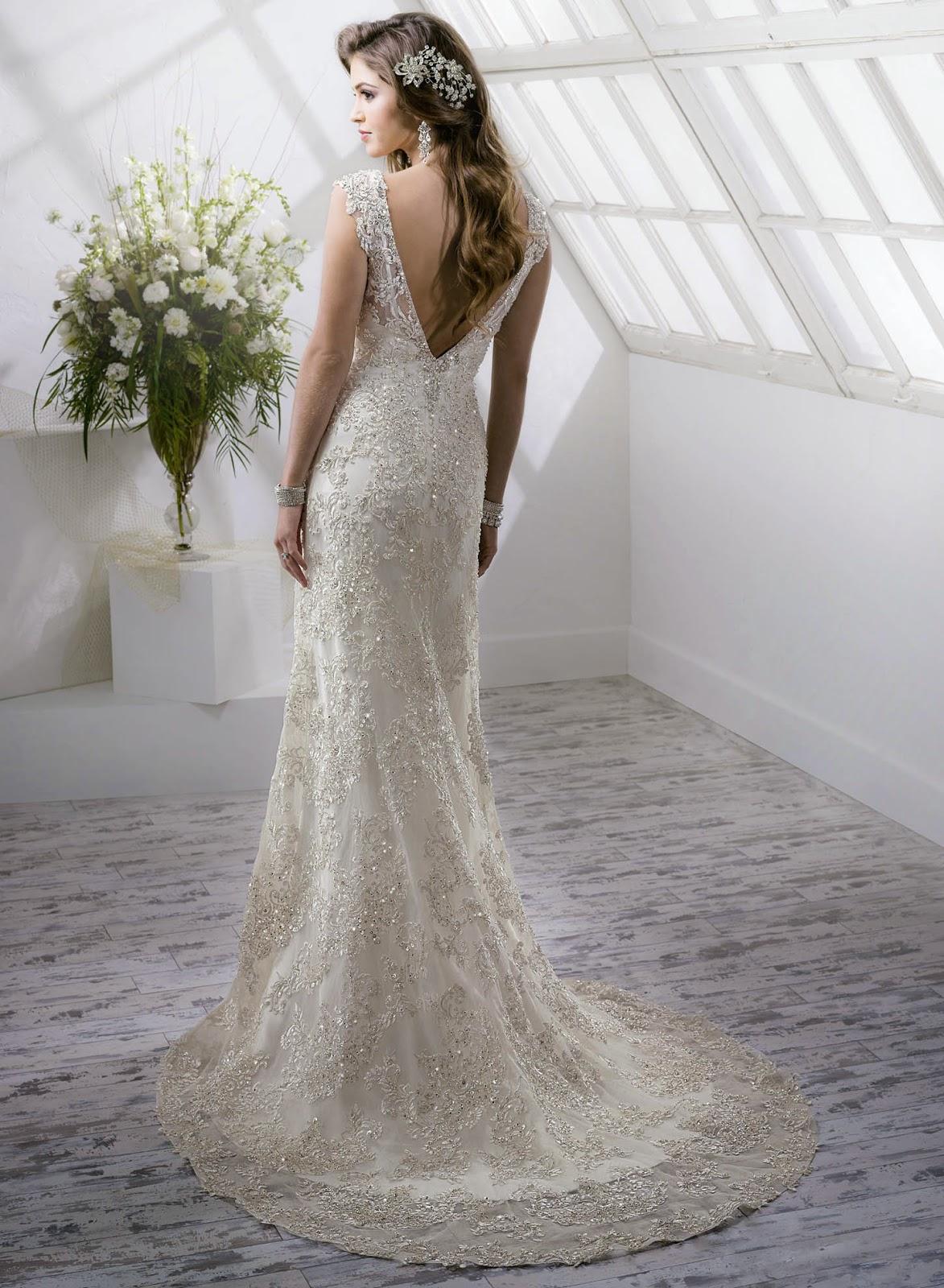 Brautkleid mit schönem Rücken figurbetont. Hochzeitskleid einem tiefen Ausschnitt am Rücken.