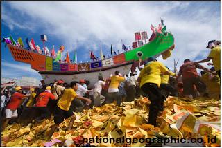 Menilik Sejarah Ritual Budaya Bakar Tongkang di Bagan Siapiapi
