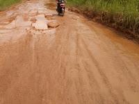 Curah Hujan Tinggi, Jalan Rawak Dihiasi Lumpur Kuning