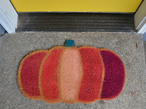 DIY Spray Painted Pumpkin Door mat