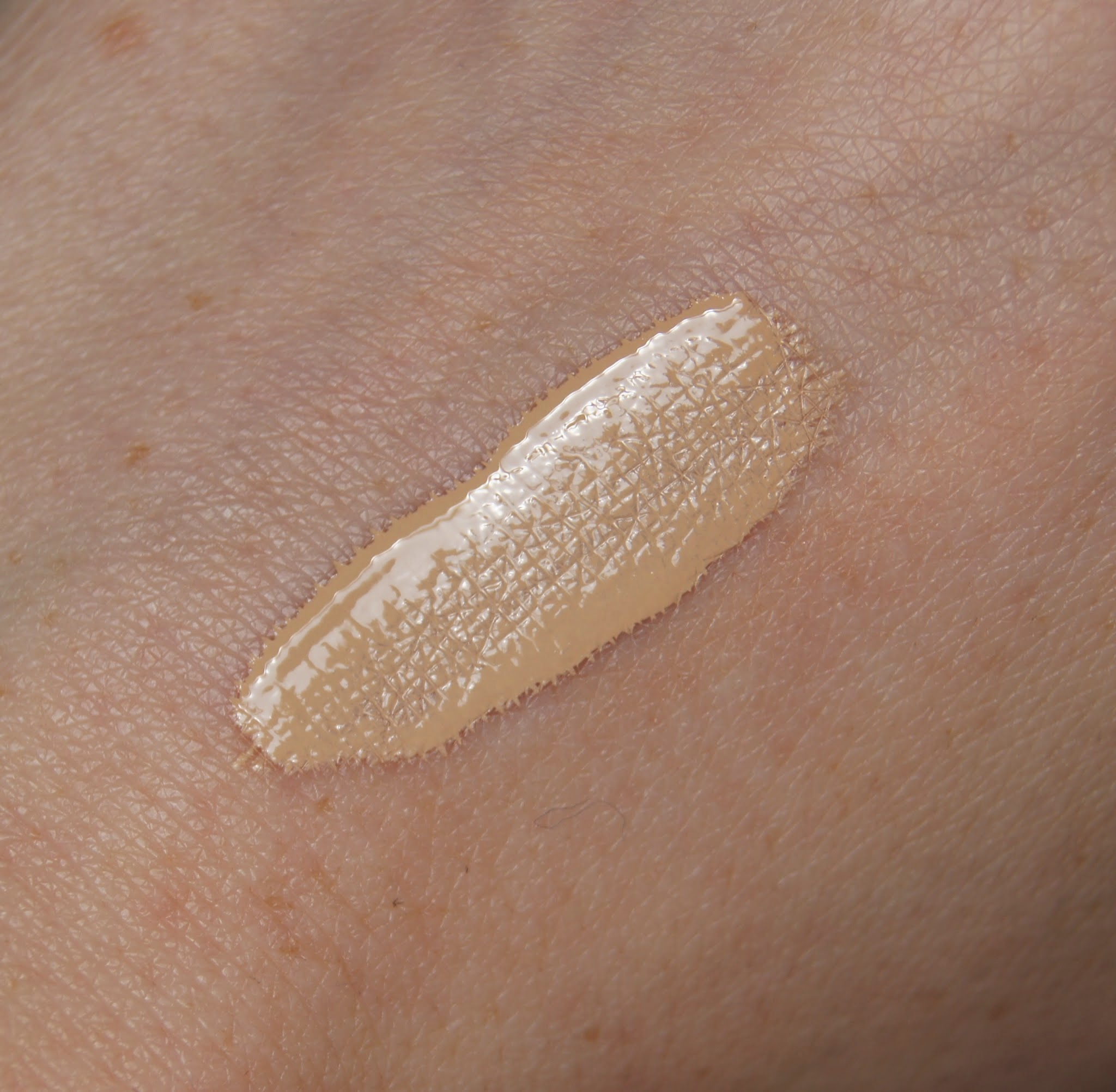 estee lauder double wear stay in place flawless wear concealer warm light swatch review