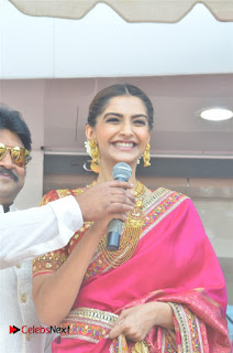 Actress Sonam Kapoor Launch Kalyan Jewellers Anna Nagar Showroom 0010.jpg