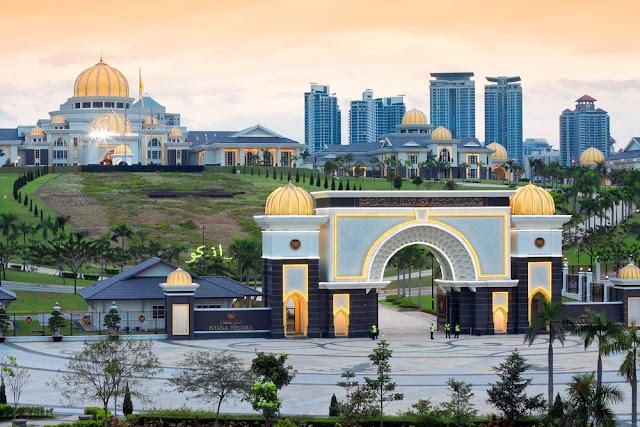 10 Tempat yang Wajib di Kunjungi di Malaysia - Istana Negara