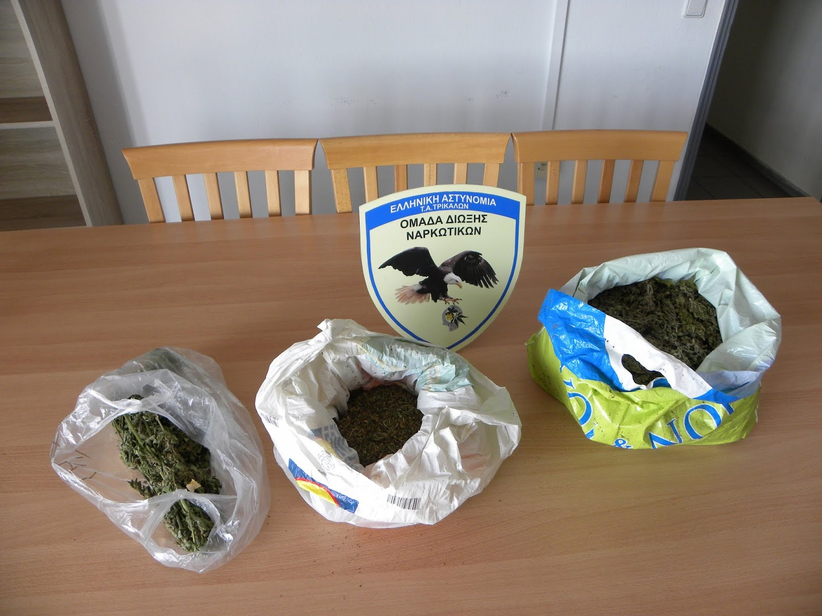 Κατασχέθηκε πάνω από (1) κιλό ακατέργαστης κάνναβης που βρέθηκε σε οικία 33χρονου στην ευρύτερη περιοχή των Τρικάλων