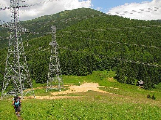 Na Przełęczy Hiadelskiej wspinamy się bardzo ostro na Kozi Grzbiet (słow. Kozí chrbát).