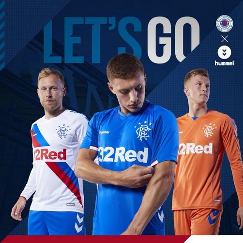 La camisetas de Rangers 2018 2019 Primera es predominantemente azul con un  distintivo cuello en V que brinda finas líneas rojas. 8872768ccf393