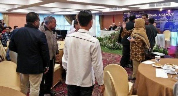 Di Acara Diskusi Soal Kasus Ahok, Jubir FPI Munarman & Peserta Ribut