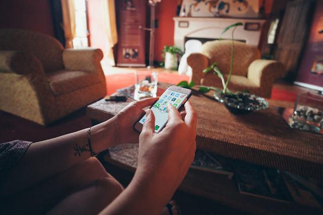 Jugar con el móvil