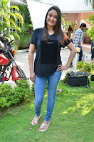 Tamil Actress Sonia Agarwal Pos in Denim Jeans at Unnaal Ennaal Movie Shooting Spot  0009.jpg